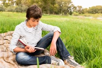 boy reading_000016219503Small