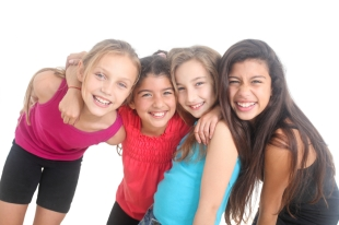girls together_000064734355_Small